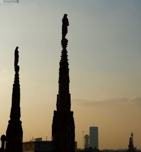Duomo, guglie lato ovest, verso il Castello e Citylife